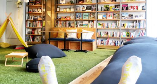 Une librairie fait aussi office d'hôtel